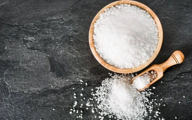Gambar Cara Mengatasi Rayap dengan air garam